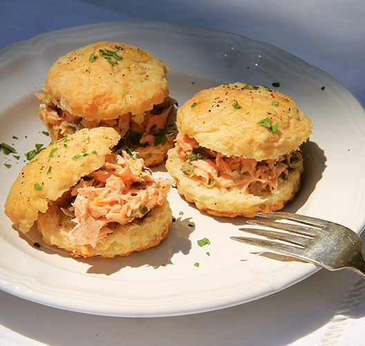 Black-Pepper-Biscuit-with-Smoked-Salmon_021219