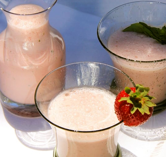 Honey-Roasted-Strawberry-Goat-Cheese-Smoothie_021219